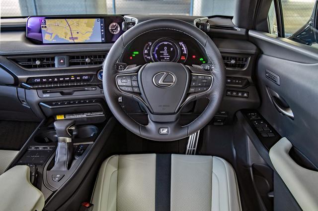 画像: UX250h Fスポーツのインパネまわり。操作系の配慮はもちろん、ドライビングの高揚感も演出している。