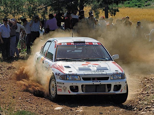 画像: 1993年、WRCにミツビシチームからランサーエボリューションが投入された。テクニカルなラリーコースで、コンパクトなボディが真価を発揮し、デビュー戦は総合4位となった。