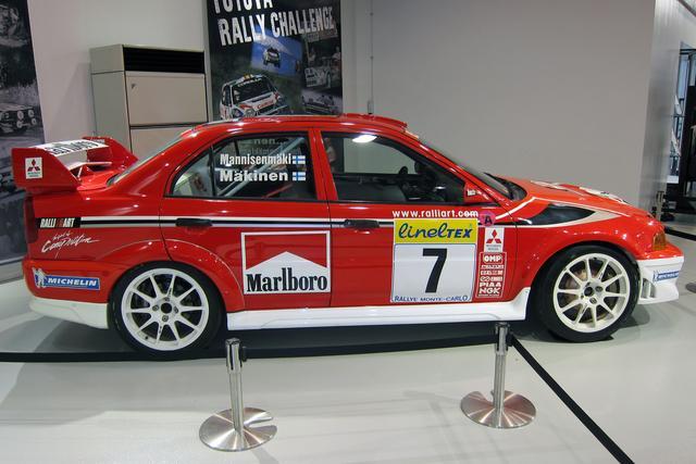 画像: このカラーリングを模した「トミー・マキネン エディション」という特別仕様車がランエボVIには設定された。