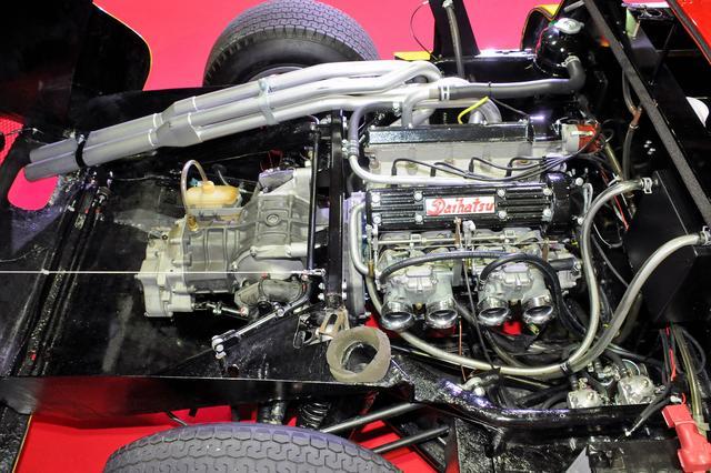 画像: 直列4気筒2バルブDOHCのR92B型エンジンは140psと13.0kgmを発生。