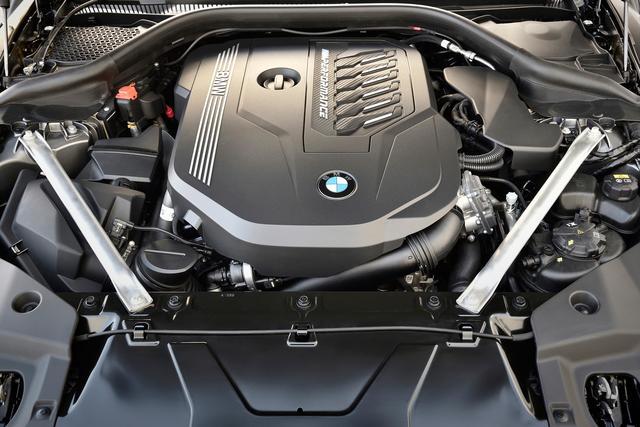 画像: M40iが搭載する3L直6ターボエンジンの最高出力は340ps、最大トルクは500Nmを発生する。0→100km/h加速は4.5秒と俊足ぶりを発揮する。