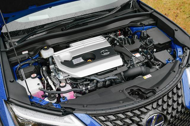 画像: パワートレーンは2L直4ハイブリッド(UX250h)と2L直4ガソリン(UX200)の2つを用意。UX250hは前輪だけでなく後輪もモーターで駆動する4WDも設定。