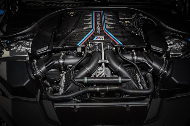 画像: 最高出力625psまで高められたM5用4.4L V8ツインターボエンジン。