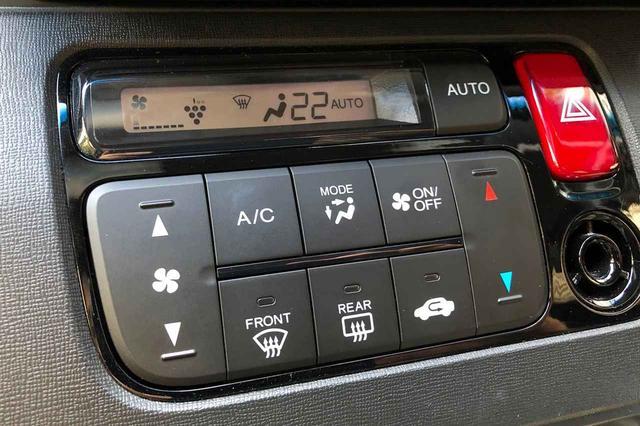 画像: オートエアコンを選択すると、内気循環/外気導入を自動で切り替えてくれるモデルも近年では増えてきている。