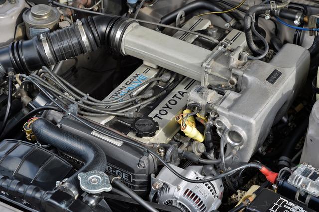 画像: 1G-GEU型 2L直6DOHCエンジンは、160psの最高出力と18.5kgmの最大トルクを発生した。