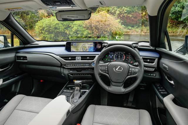 画像: 低めのドライビングポジション設定。「運転に集中できる空間」を目指したというデザインがUXの特徴。