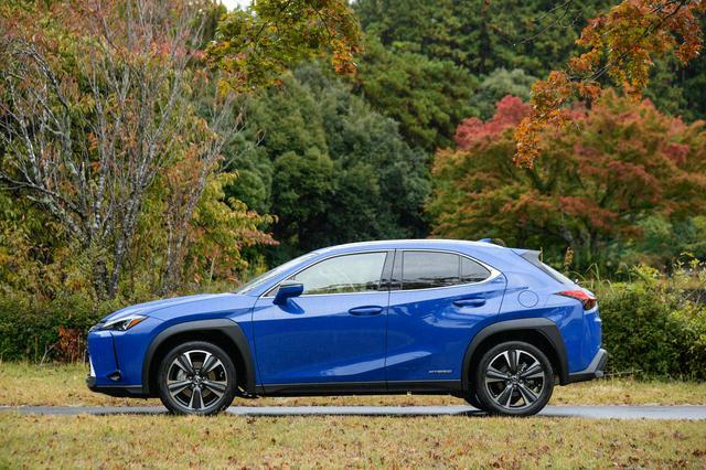"""画像: レクサス UX250h。ベースモデルの価格は425.0万円、""""バージョンC""""は449.0万円、""""Fスポーツ""""は478.0万円、""""バージョンL""""は509.0万円(FFモデル)。4WDモデルは各々26.0万円高となる。"""