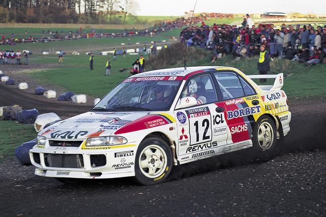 画像: 1995年、WRCでのランエボIIの優勝に続き、ランエボIIIが投入され、念願のチャンピオンタイトルも獲得。派手なエアロパーツとともに、「ラリーのミツビシ完全復活」を印象付けた。