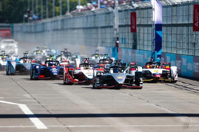 画像: 日産・e.ダムスは初のポールポジションを獲得したが、決勝レースをうまくまとめることができなかった。