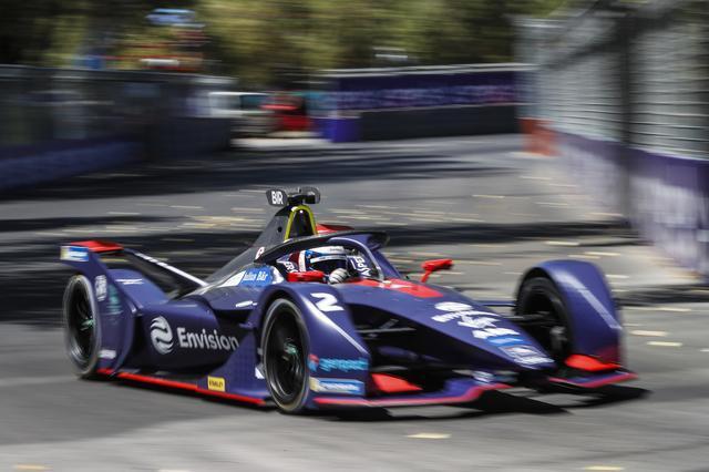 画像: アクシデントやトラブルが続出する激しいレースを制したサム・バード(ヴァージン・レーシング)。