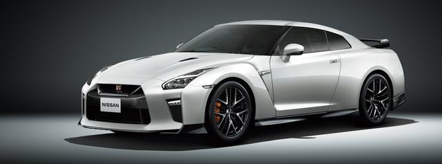 画像: 2019年1月11日に発表された「NISSAN GT-R 大坂なおみ選手 日産ブランドアンバサダー就任記念モデル」。「GT-R Premium edition」をベースに大坂なおみ選手本人の着想を取り入れたモデルで、特別塗装色のミッドナイトオパールを含む3色のボディカラーと、新規組合せの3色の専用インテリアを設定。モデルナンバープレートをゴールド色にするとともに、LEDハイマウントストップランプ付のドライカーボン製リヤスポイラーを装着する。限定50台と発表されたが、すでに予定台数を超える予約が入っているという。価格は1260万4680円。