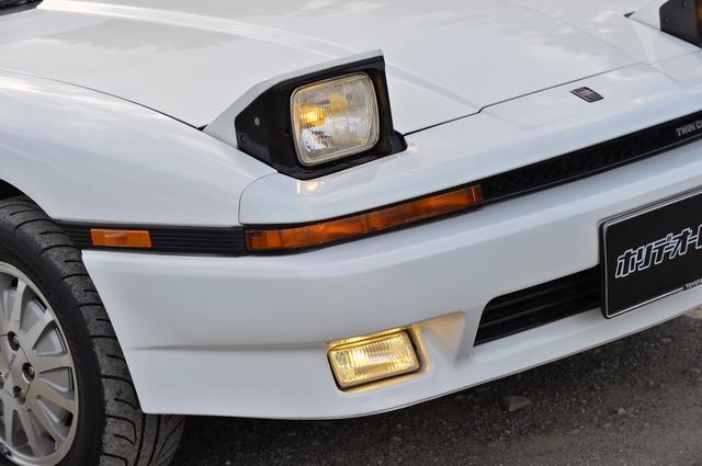 画像: 2代目XX同様、ヘッドランプはリトラクタブルの角形2灯式が採用されていた。