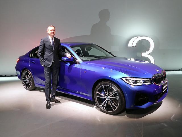 画像: 発表会場で、BMWジャパンのP.クロンシュナーブル社長と