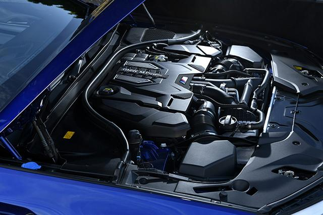 画像: M5のV8ツインターボエンジンには新開発のターボチャージャーを採用。最大トルクは先代比70Nmプラスされた。