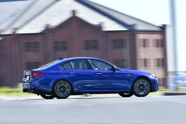 画像: BMW M5は、Mセダンとしても初の4WDモデル。制御システムがすべてキャンセルされる「2WDモード」も設定される。