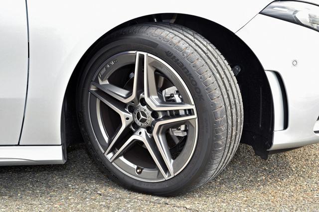 画像: 225/45R18タイヤ(撮影車はハンコック VENTUS)とAMG5ツインスポークホイール、AMGロゴ付きブレーキキャリパーはAMGラインのセットオプション。