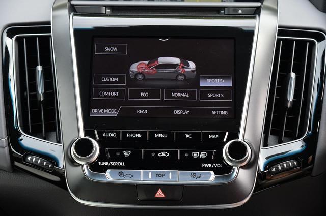 画像: これが「ドライブモードセレクト」の画面。ボタンタッチで走りのテイストが変わる。