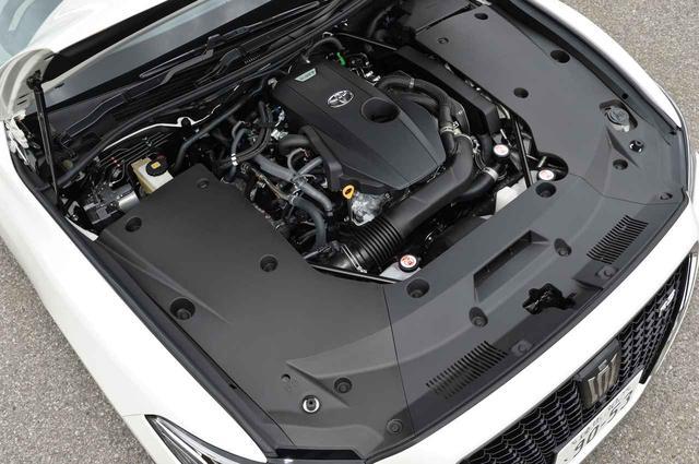画像: 8AR-FTS型2リッター直4ターボエンジン。JC08モード燃費は12.8km/L(WLTCモードで12.4km/L)。