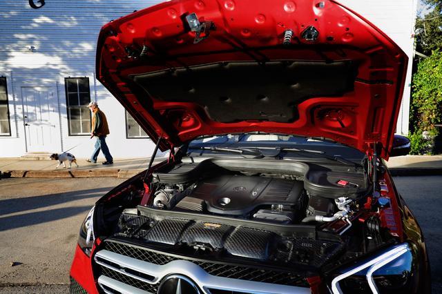 画像: GLE450は、最高出力367ps、最大トルク500Nmを発生する3L直6ターボエンジンに9速ATを搭載する。