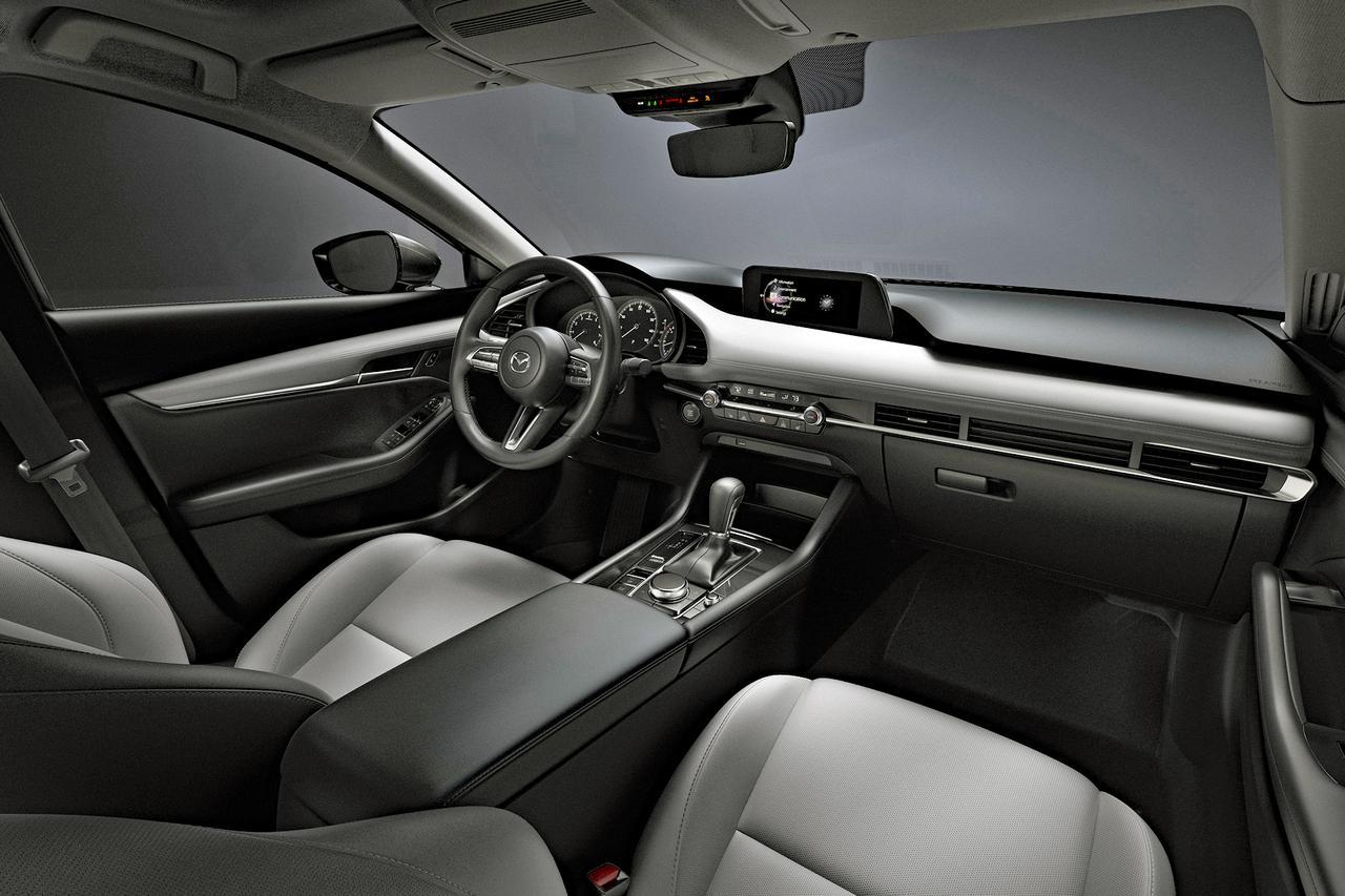 画像: これは新型マツダ3のインテリア。新型SUVのインテリアも、これに近くなるのだろうか。