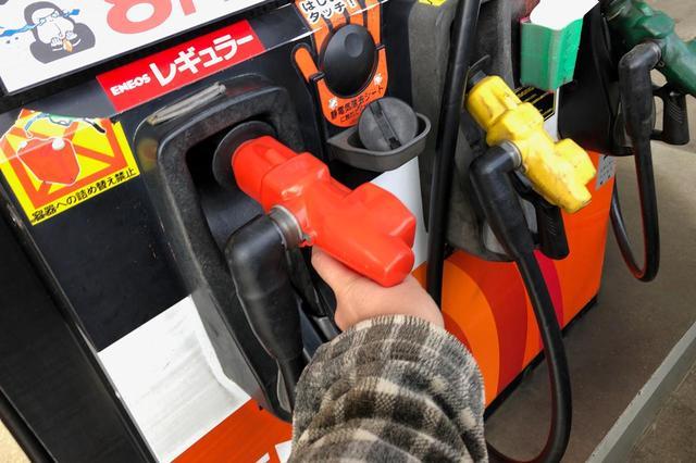 画像: 給油頻度が低いのであれば、満タン給油ではなく少量ずつ足していくのも手だ。ただこの場合、ガソリンタンクに水分が混入する恐れもあるので注意が必要だ。