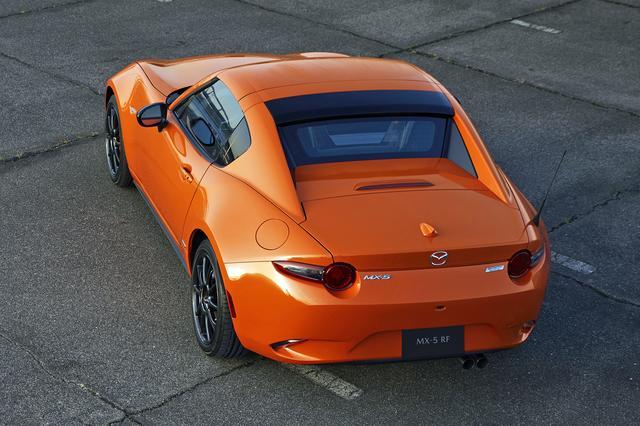 画像: リトラクタブルハードトップのRFにも記念車を設定。