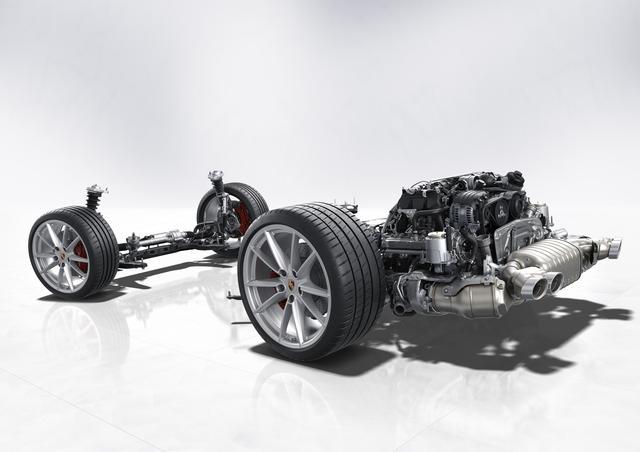 画像: エンジンマウントの位置を変更し168mm前方にしてフレームに直接固定した。これによりねじり剛性が向上、振動や騒音を抑えている。