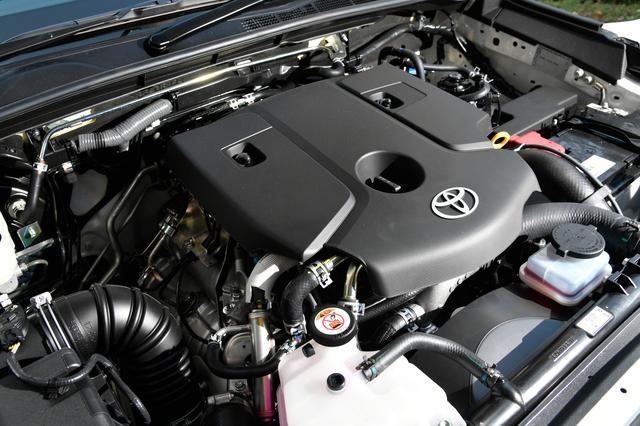 画像: 400Nmの豊かなトルクでクリープも強力。6速AT×パートタイム4WDで、高い走破性を実現している。「ブラック ラリー エディション」はタイ向けのスポーティグレードを、日本向けにアレンジしたもの。ホワイトレタータイヤなどマニア心をくすぐるアイテムを装備する。