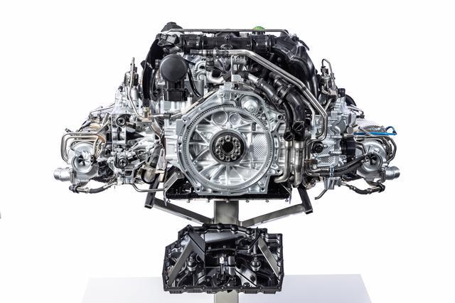 画像: タイプ991同様3L水平対向ツインターボエンジンを搭載する。総排気量は2918cc、ボア91.0mm×ストローク76.4mmもキャリーオーバーだが、最高出力は30ps、最大トルクは30Nm向上した。