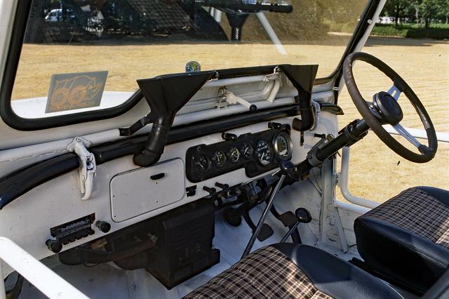 画像: インパネまわりは、基本的にベース車のジープと大きく変わらない。