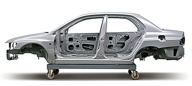 画像: ボディのベースはランサーセディア。サスペンションの取り付け部、ボディフレーム結合部の補強、20カ所に及ぶ専用リーンフォースメントの追加などにより、従来車比1.5倍の曲げ剛性を確保。