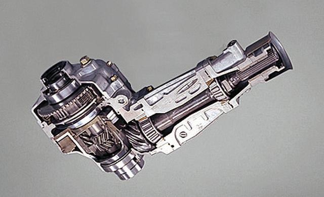 画像: フルタイム4WD機構の要となるセンターLSDが、ビスカスカップリングからACDと呼ばれる電子制御LSDに進化。走行状況に応じて前後駆動配分を変える。