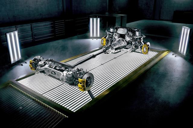 画像: 4ドアクーペの駆動方式は4WDのみの設定。