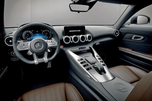 画像: マルチファンクションディスプレイは、ステアリングのタッチコントロールボタンで操作できる。
