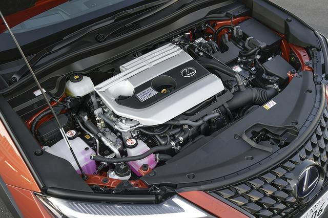 画像: 250hは、2L直4直噴エンジンとモーターを組み合わせたハイブリッド。この組み合わせはレクサス車として初。