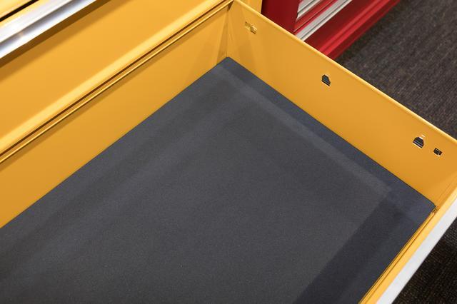 画像: 一番下の引き出しは嵩のあるインパクトレンチなどの動力工具なども収納できる高さだ。