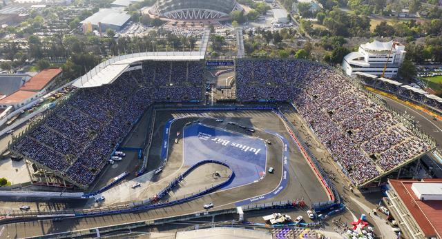 画像: 最終ラップ最終コーナーでの大逆転