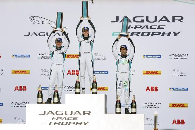 画像: 新新しい画期的なレースシリーズとして始まった「ジャガー I-ペイス eトロフィー」。その第2戦では女性ドライバーのキャサリン・レッグ(レイホール・レターマン・ラニガン・レーシング)が優勝した