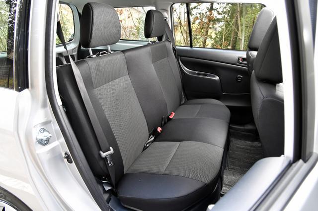 画像: TXのリアシートは分離型のヘッドレストを標準装備し、後席に人が乗ることを考慮している。