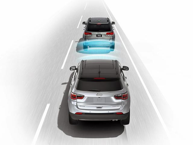 画像: アダプティブクルーズコントロールなど、安全運転支援機能も充実