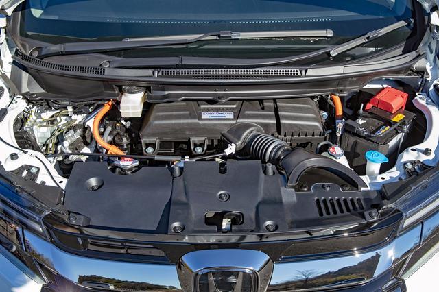 画像: 2L直4エンジン+モーターのパワーユニットは、ベース車両とスペックは変わらない。