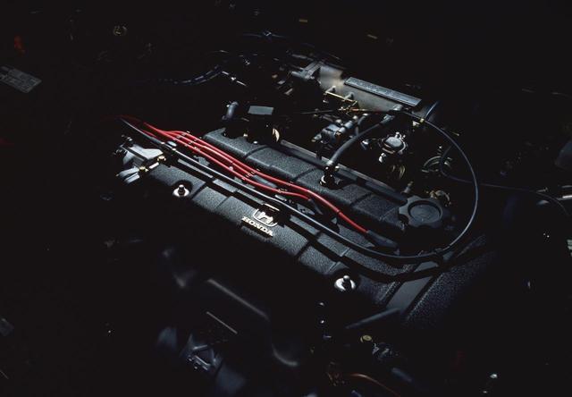 画像: H23A型2.3リッター DOHC 16バルブ + PGM-FIエンジン。