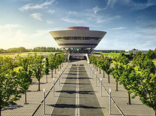 画像: ポルシェ・ライプツィヒ工場の見学も6月開催のツアーに予定されている。めったにない機会だ。