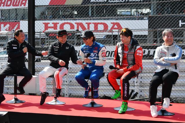 画像: 中嶋監督と星野監督に挟まれるも終始リラックスの3選手