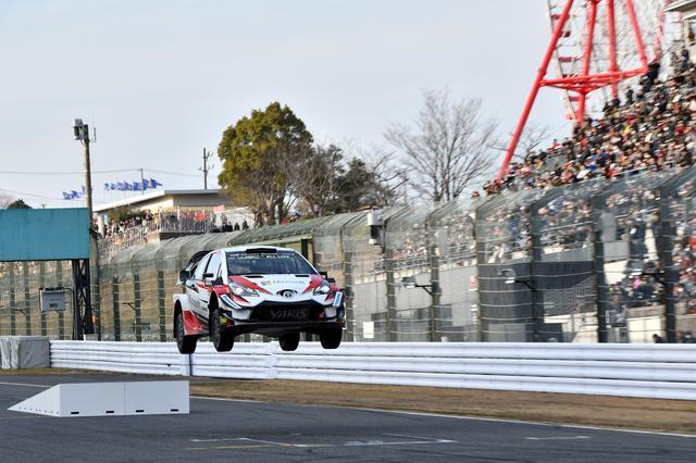画像: 何度もジャンプして着地、WRCマシンのタフさをアピール