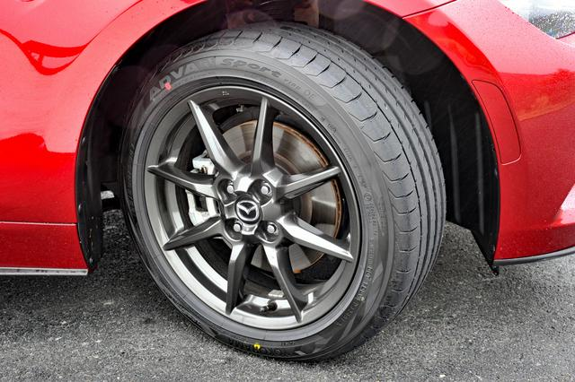 画像: タイヤサイズは195/50R16と先代NCよりもサイズダウンされた。だが、車重やエンジンパワーとよくマッチングしたサイズといえる。