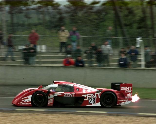 画像: 1998年のル・マン24時間レースに挑戦したトヨタTS020 GT-One。「TS020」はGT1クラスで出場。GT1とはいうものの、もはや外見も性能もプロトタイプスポーツカーだった。