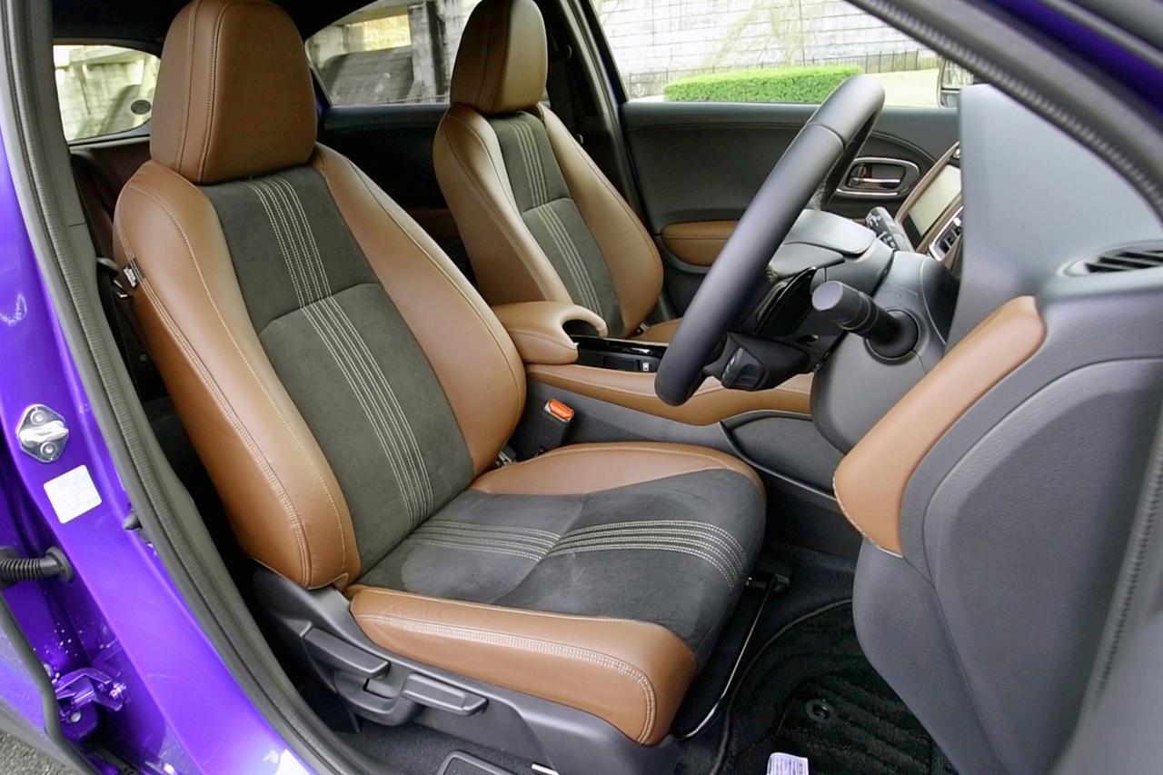 画像: ウルトラスエードの2トーンシートもツーリング専用アイテム。後席の広さも十分。