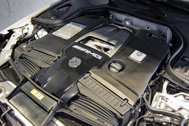 画像: AMG GT 4ドアクーペのトップモデル「63 S 4MATIC+」は、4L のV8 DOHC 32バルブ ツインターボを搭載。最高出力639ps、最大トルク900Nmを発生し、最高速度315km/h、0-100km/h加速3.2秒を実現している。