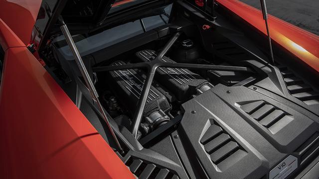 画像: 最高出力640ps/最大トルク600NmのV10DOHCは、ウラカン ペルフォルマンテと同等。